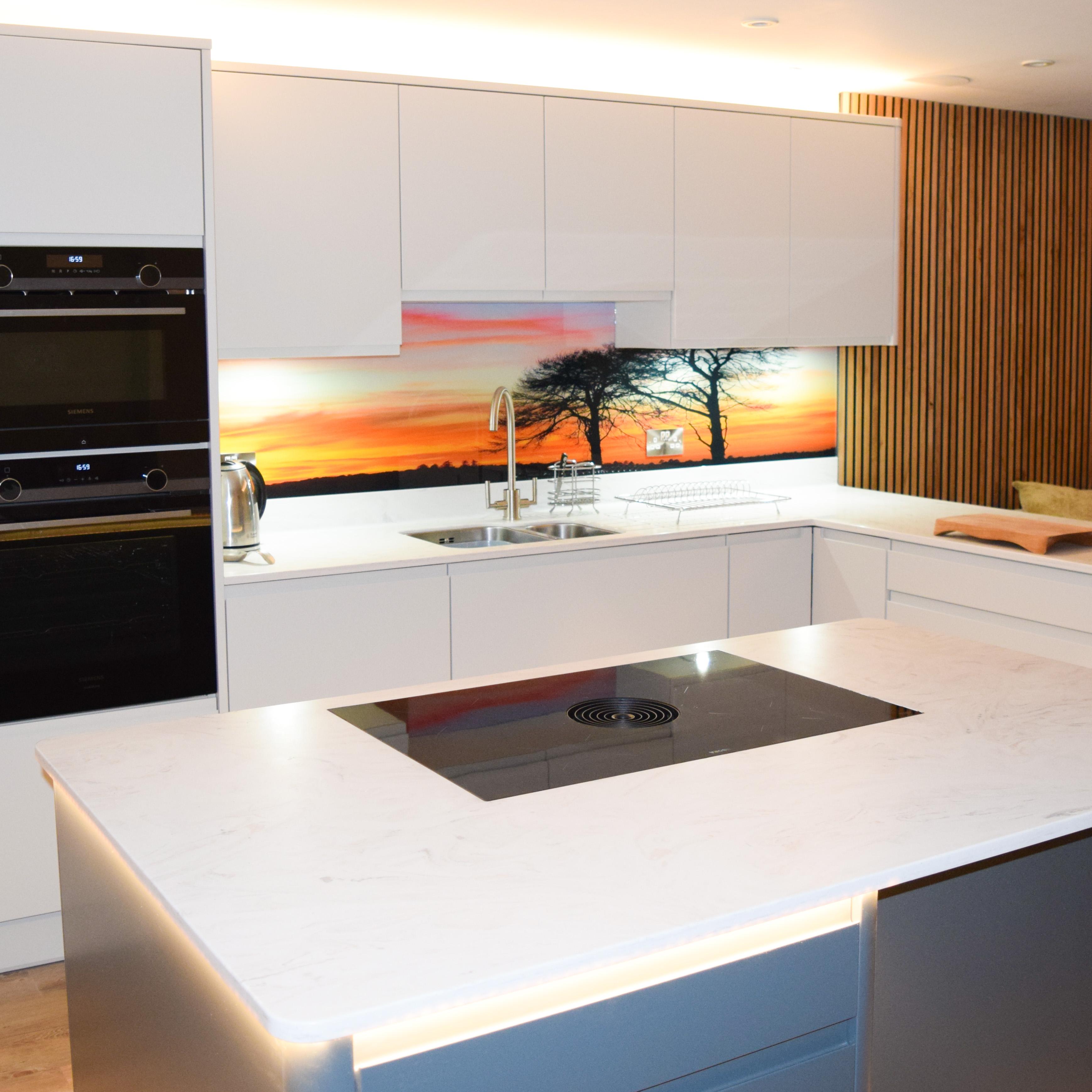 Hedge-End kitchen with bespoke glass splashback