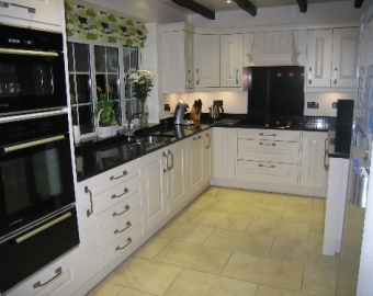Traditional Kitchen in Winchester, Hampshire